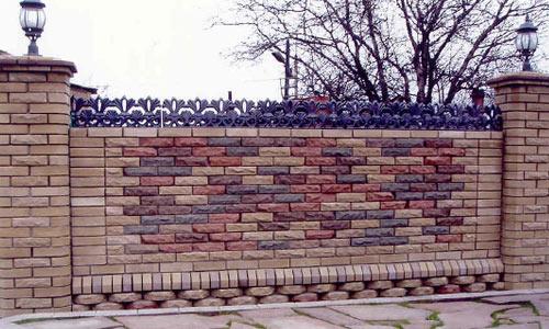 Фото кирпичного забора